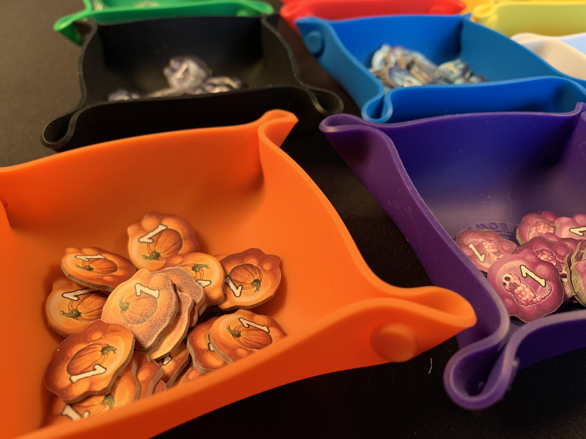 Tokens in the bit bowls from BGG